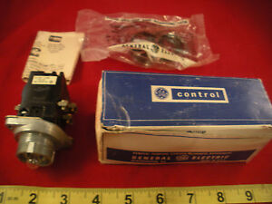 Ge Cr2940uw221a4 Pushbutton Switch Illuminated 440v 60 50hz Less Color Cap Nos