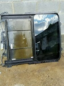 Cadillac Sts Sts v 2005 09 Skylight Glass And Frame In Great Working Condition