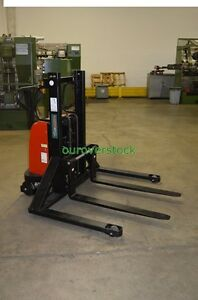 Electric Lift Manual Push Straddle Stacker 2 200 Lb 36 Lift Height
