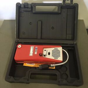 Tif 8850 Combustible Leak Detector With Audio Mute