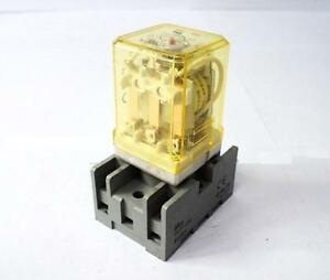Idec Rr3pa ul Relay With Socket Base 10amp 120vac Coil 24vdc