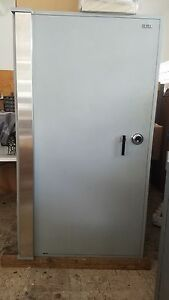 Safe With Interrior Comboed Lockers