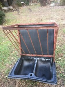 Poly Wall Stall Feeder With Cast Iron Rods For Hay Rack 36in X 23in X 29in