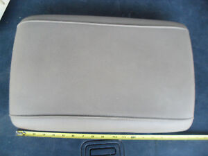 Ford Expedition Center Console Lid Arm Rest 2003 2004 2005 2006