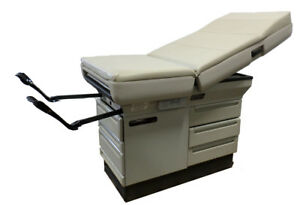 Ritter Midmark 404 Medical Exam Table W Stirrups