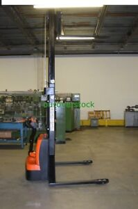Full Power Straddle Lift Stacker 2 200 Lb 118 Lift Height