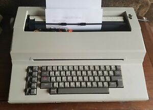 Vintage Sears Roebuck Sr3000 The Electronic Graduate Electric Typewriter