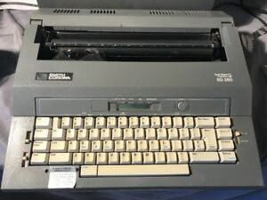Smith Corona Typewriter Sd250 Spell Right Ii Dictionary Case Included