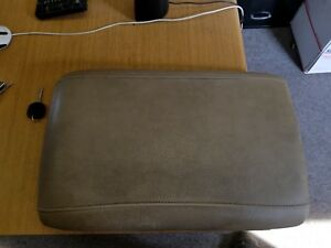 03 06 Ford Expedition Center Console Lid Arm Rest Cover