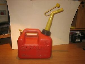 Vintage Chilton P10 Vented Gas Can 1 Gallon W spout Made In Usa super Strong
