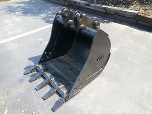 New 30 Backhoe Bucket For A Jcb 1550 With Coupler Pins