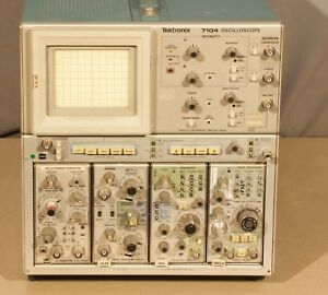 Tektronix 7104 Oscilloscope W 4 Modules Unit 2 r22