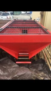 Salt Spreader Used 8 Ft Briggs And Stratton Motor work Ready