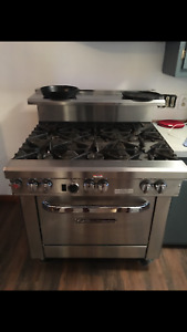 Southbend Ultimate Commercial Gas Stove Excellent Condition