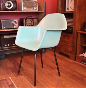 Mid Century Modern Eames Style Molded Fiberglass Chair With Arm Rest