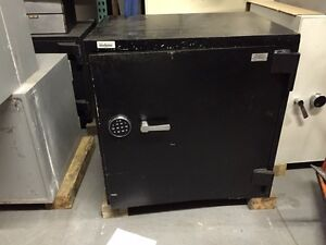 Lefebure Tl 15 Right Hand Safe With 6 Lockers 32 1 2 H X 32 1 2 W X 24 D