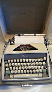 Vintage Olympia Manual Typwriter Deluxe Portable With Case