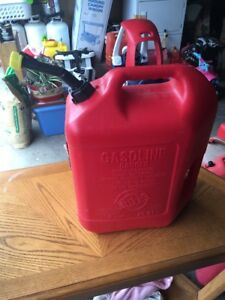 Blitz 6 Gallon 16 Oz Gas Can W Self Venting Spout Top Vent 2 Handles 50841