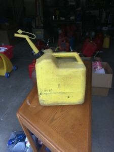 Chilton Diesel Fuel Can Yellow 6 gallon Vented With Spout And Vent Cover
