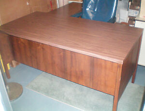 Desk Made By Drexel 60 X 30 X 29 High With Return