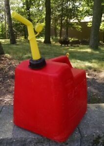 Pre ban Vintage P50 Chilton 5 1 4 Gallon Vented Gas Can With Screen Spout
