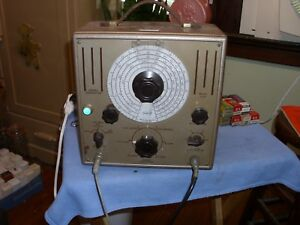 Vintage Triplett Standard Signal Generator Model 2432 powers Up good Condition