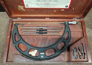 Starrett 9 Micrometer In Wooden Case B z