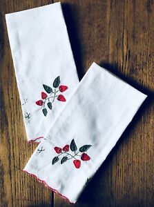 Vintage Lot Of 2 Linen Towels Hand Appliqu D Embroidered Tea Table Strawberry