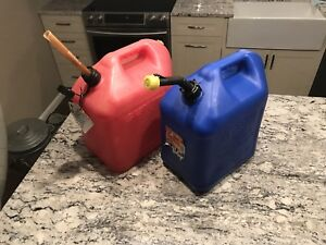 Two Blitz 5 Gallon Red Plastic old Type Vented Gas Can Kerosene Can