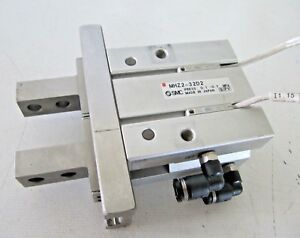 Smc Pneumatic Gripper Cylinder W Fittings And Sensors Mhz2 32d2