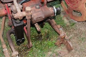 Antique Tractor International Farmall Super C Parting Out Hydraulic Cylinder