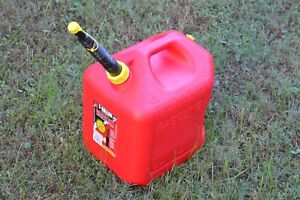 Midwest 5 Gal Gas Can Red Plastic Vented Ez Pour Spout Cap Pre Ban Cars Trucks
