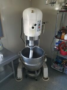 Hobart Mixer 60qt H 600 Works Great