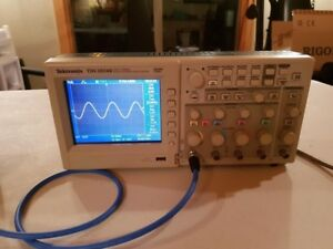 Tektronix Tds2024b 4 ch 200 Mhz 2 Gs s Digital Storage Oscilloscope With Probes