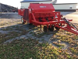 Bermuda King 3 Row No Till Sprig Planter free Delivery With In 1500 Miles