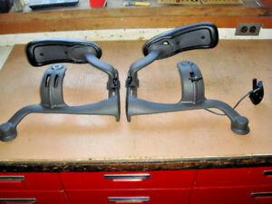 Herman Miller Aeron b Right And Left Arm Assemblys 177702 Lh 177701 Rh