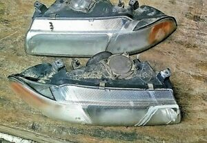 Plymouth Breeze Pair Left Right Headlight Assembly 97 2000