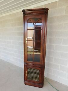 Statton Oldtowne Cherry Chippendale Style 2 Door Lighted Corner Cabinet A