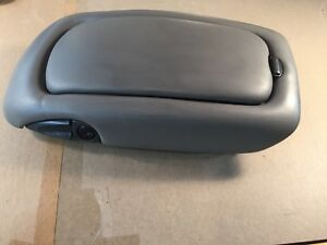 99 00 Oem Cadillac Escalade Front Center Console Armrest Lid Gray Clip Board