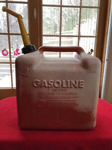Vintage Chilton P500 Vented Gas Can 5 Gallon Red Plastic Gas Can Spout P500