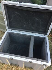 Hardigg Case Grey 33x21x19 hinged With Foam free Shipping