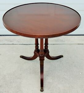 Antique Vintage Imperial Mahogany 26 Round Pie Side End Pedestal Accent Table