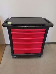 Tool Box Rubbermaid 5 drawers Rolling