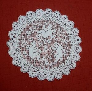 3 Cherubs Putti Angels Cavorting On Vintage Lace Doily Valentines