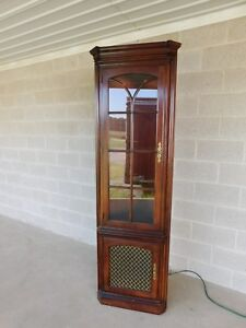 Statton Oldtowne Cherry Chippendale Style 2 Door Lighted Corner Cabinet B
