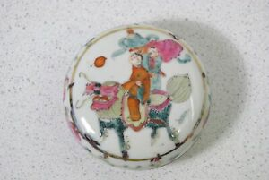 A Chinese Famille Rose Mythical Beast Seal Paste Porcelain Box 19th Century Qing