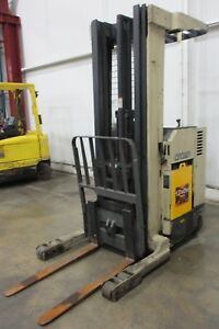Crown Rr3000 Series 3 500 lb Reach Type Lift Truck Am17451