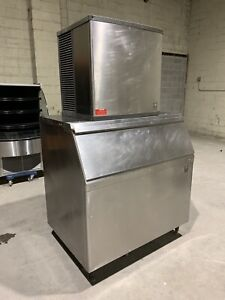 Manitowoc 1000lb Air Cooled Ice Machine With Bin