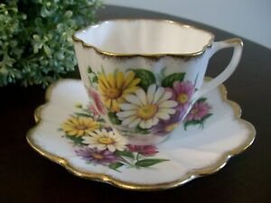 Lovely Floral Vintage Imperial 22kt Gold Tea Cup Saucer English Bone China