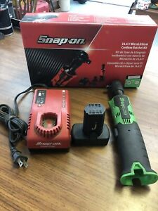 Snap On Ctr761cg Battery Powered 3 8 Ratchet W Battery And Charger